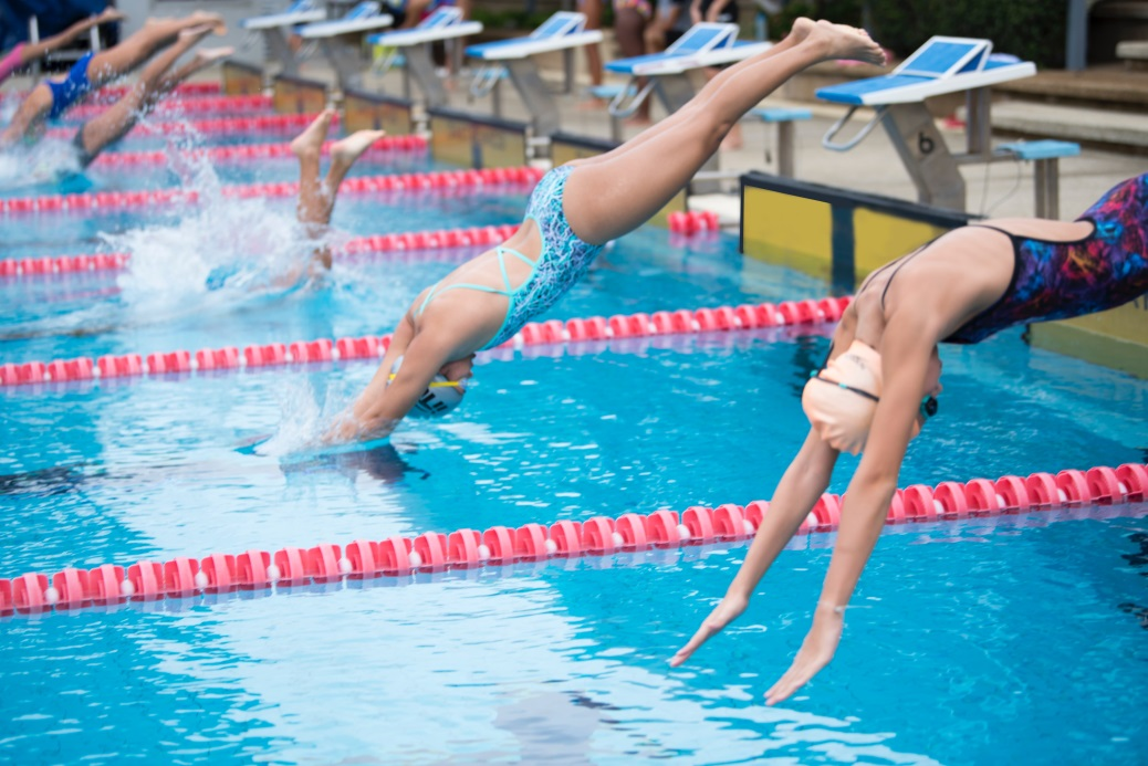 Know These Fun and Amazing Gift Ideas That Swimmers Really Love! diving in
